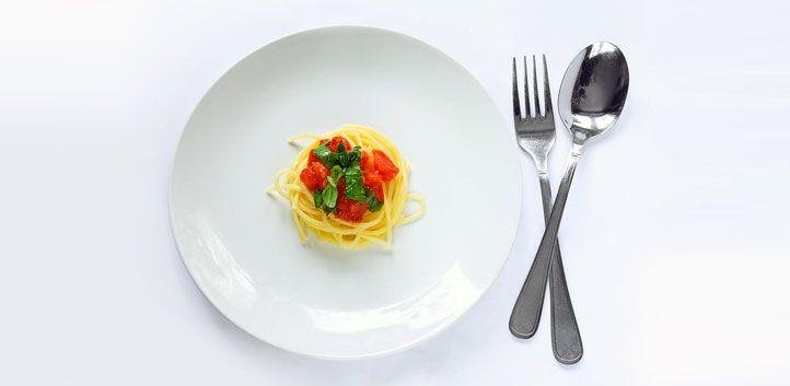 Trik, kako brez odrekanja pojesti manj